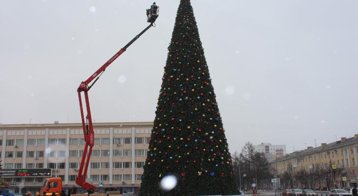 В Йошкар-Оле демонтируют главную елку города