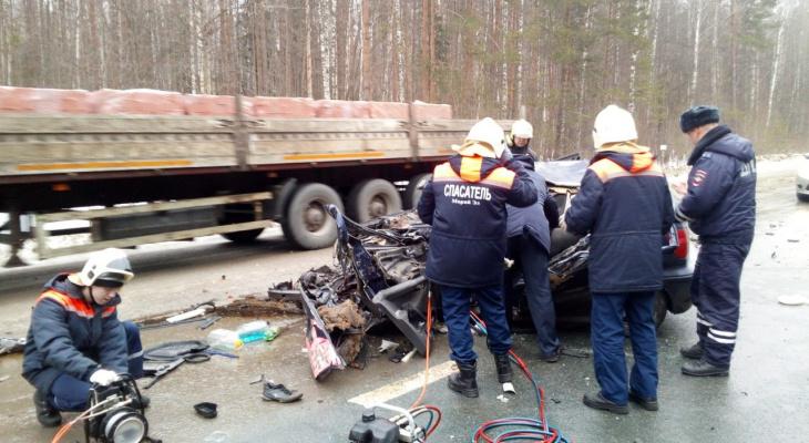 На месте страшной аварии на Кокшайском тракте в Марий Эл работали спасатели