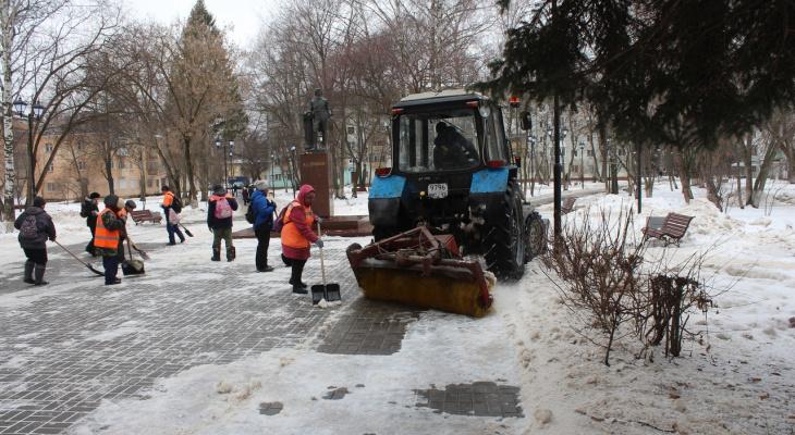 В Йошкар-Оле от снега очистили сквер Пушкина и Воинов Десантников