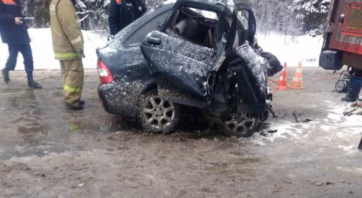 На трассе «Вятка» столкнулись Volvo и Приора: погиб один из водителей