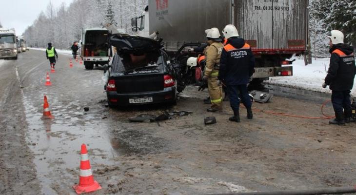 Известна предварительная версия ДТП, где столкнулись Volvo и Приора на трассе «Вятка»