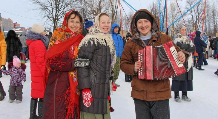 Танцы, угощения и обряды: йошкаролинцы провожают Масленицу