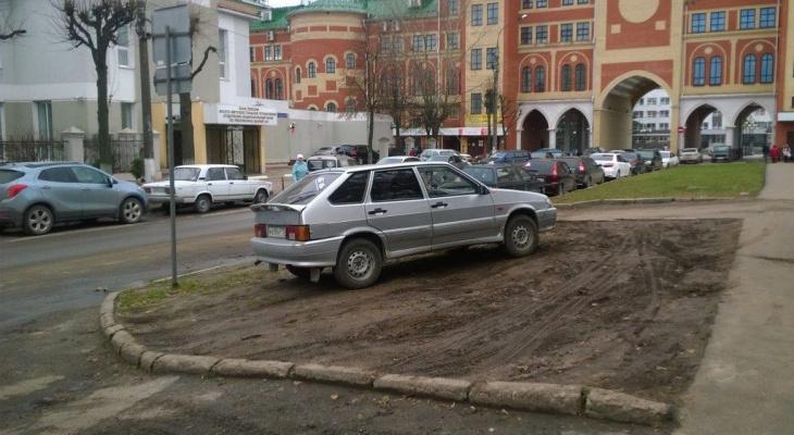 В Марий Эл ужесточилось наказание за парковку на газонах