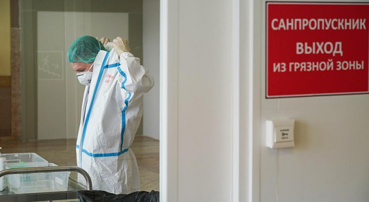 Более девяти тысяч зараженных за сутки: в России спрогнозировали пик эпидемии