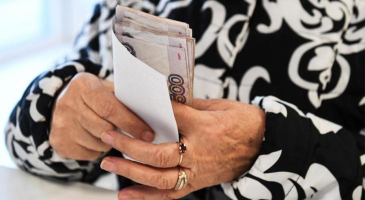 Накопительную пенсию россиян снизят из-за долголетия