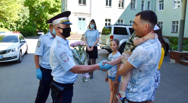 Герои нашего города: инспекторы ДПС с Казанского тракта сопроводили роженицу до роддома