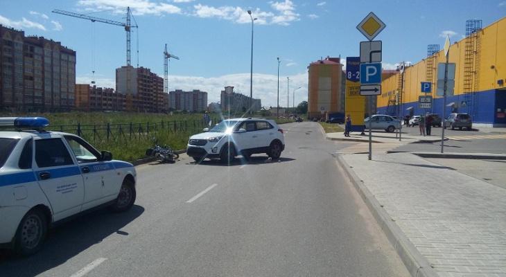 В пригороде Йошкар-Олы у «Ленты» столкнулись иномарка и мопед