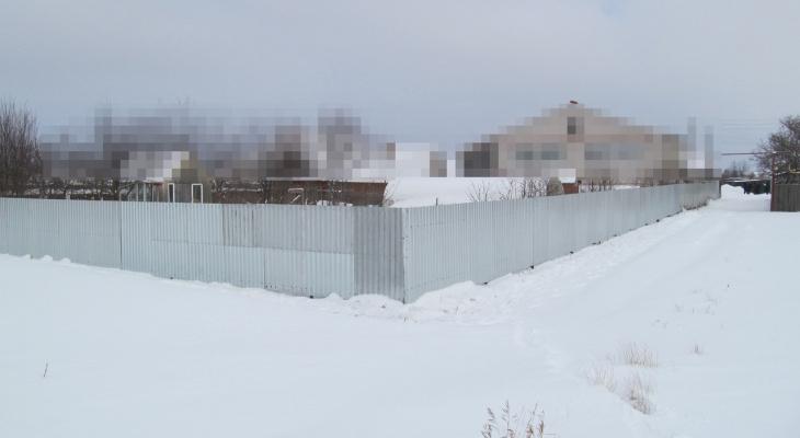 В Марий Эл депутат-мошенник на чужие деньги построил забор на собственном участке
