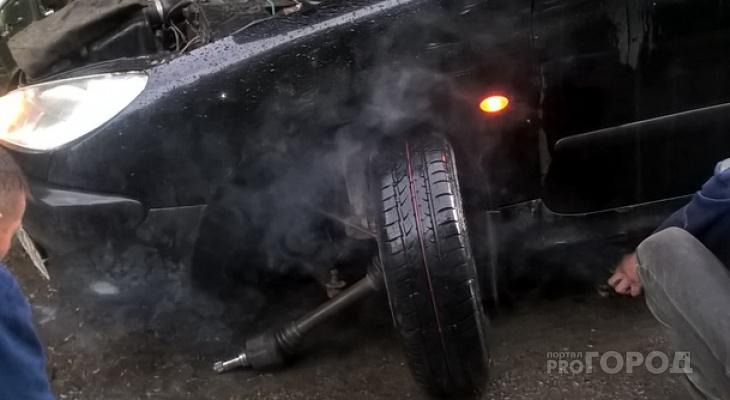 """В Марий Эл """"сногсшибательные"""" дороги оторвали колесо у легковушки"""