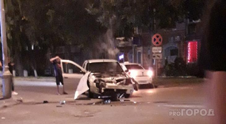 «Капот в хлам»: в Йошкар-Оле на перекрестке столкнулись иномарки