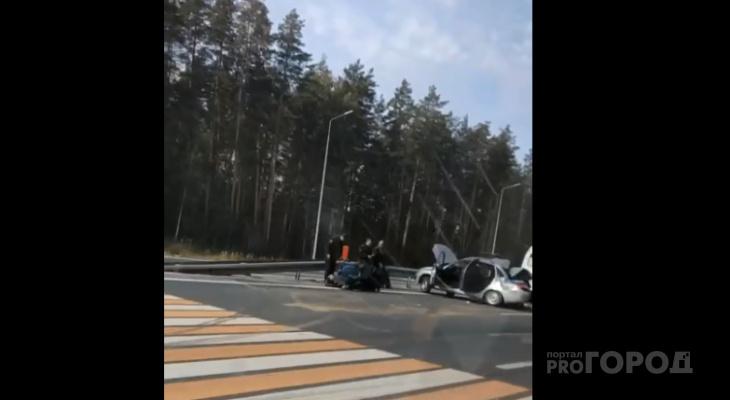 На Казанском тракте столкнулись росгвардейцы и микроавтобус: есть пострадавшие