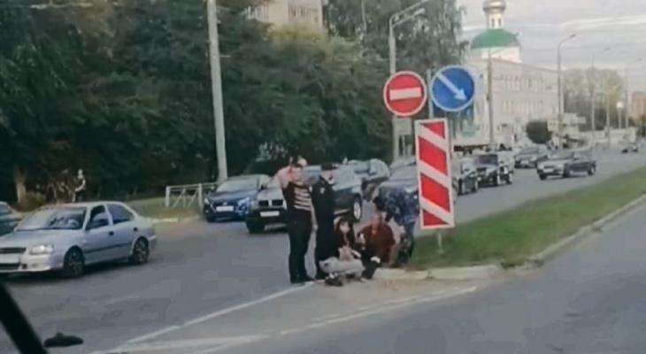 В Йошкар-Оле сотрудники Росгвардии помогли сбитому велосипедисту