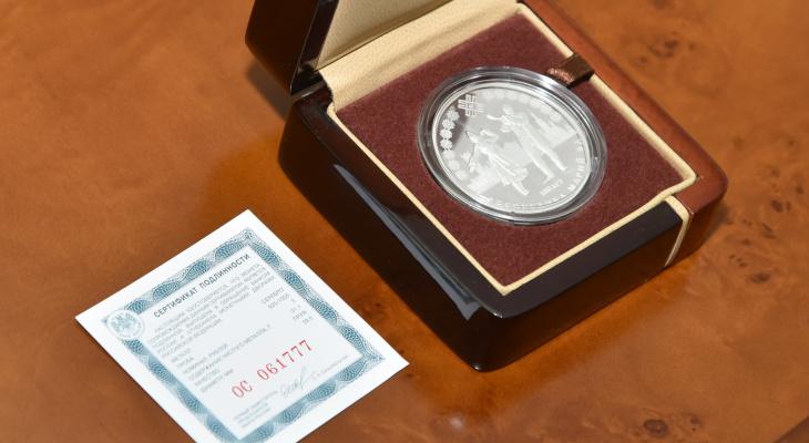 Йошкаролинцам показали монету к 100-летию республики Марий Эл