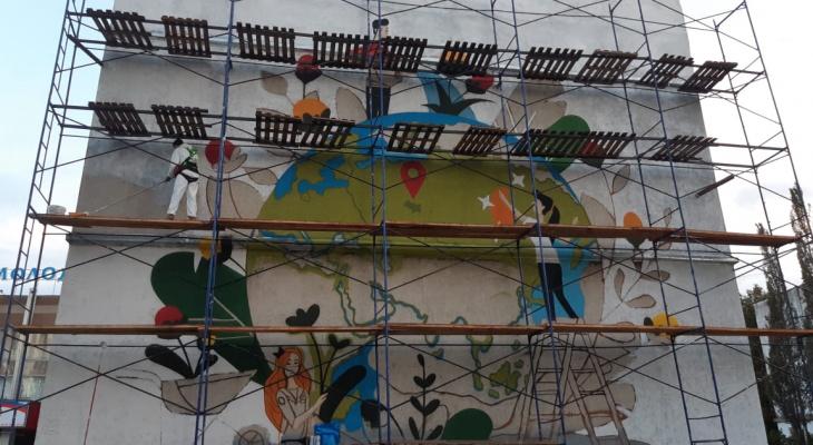 Художники стрит-арта раскрыли тему нового граффити в Йошкар-Оле
