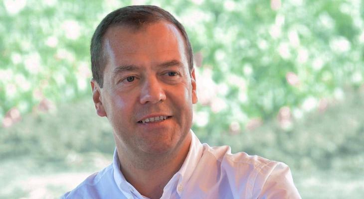 Медведев предложил ввести вакцину от COVID-19 в список жизненно важных лекарств