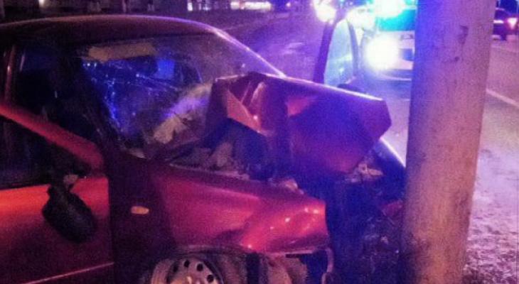 В Йошкар-Оле водитель врезался в столб