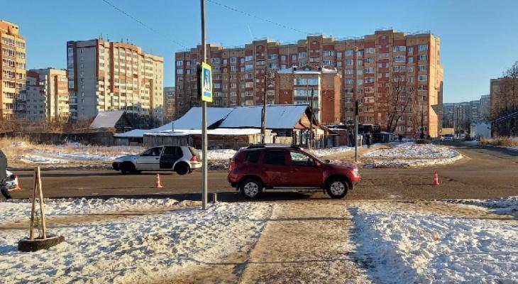 """Йошкаролинка оказалась под колесами иномарки, переходя дорогу на """"зебре"""""""