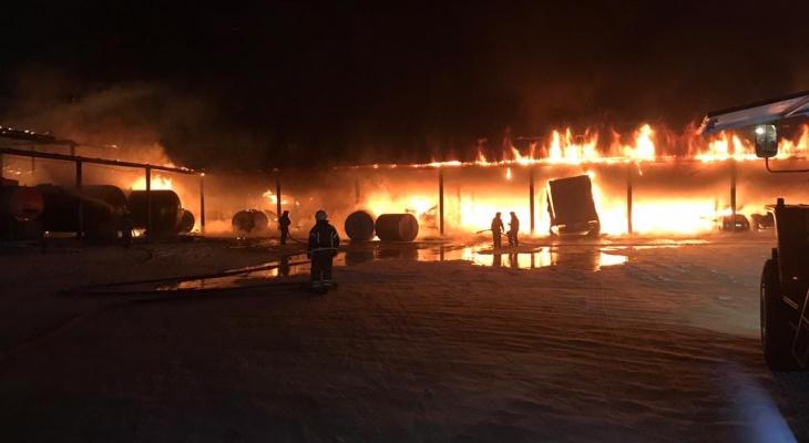В Марий Эл сгорело несколько машин и цистерны