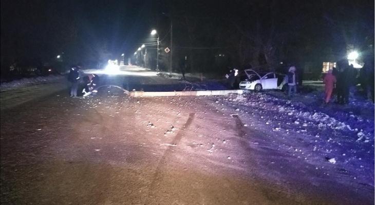 Смерть на месте: иномарка влетела в столб на трассе Марий Эл