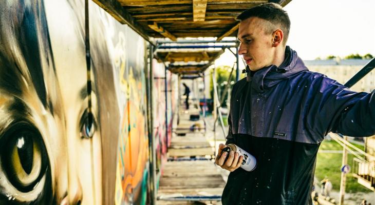Уличный художник, украсивший Йошкар-Олу: «Иногда приходилось проводить по 15 часов на высоте»