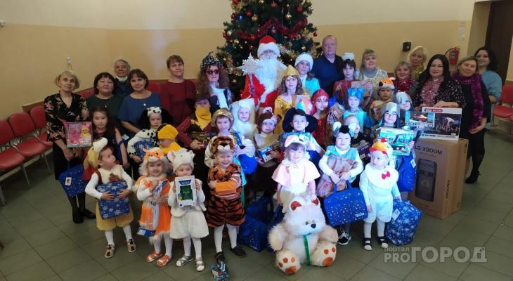 Жители Марий Эл собрали подарки и исполнили новогодние желания детей «Теплого дома»