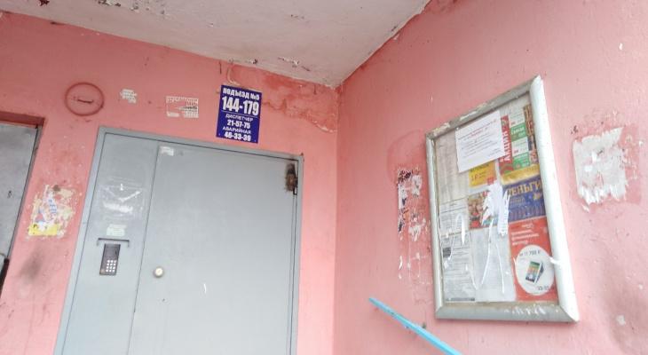 Жителям Марий Эл запретили хранить коляски и санки под лестницами