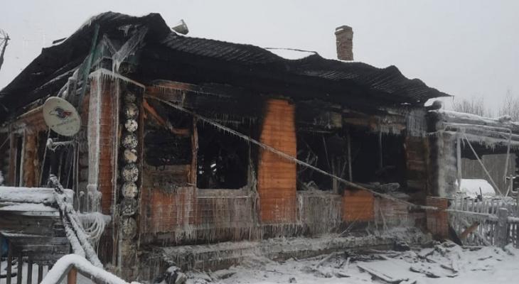"""""""Все сгорело до тла"""": многодетная семья рассказала о пожаре"""