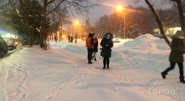 Йошкар-Олу заваливает снегом, существует угроза чрезвычайных ситуаций