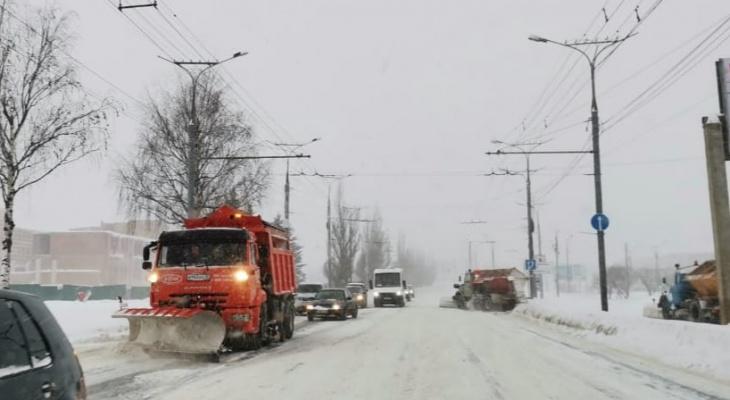 В Йошкар-Оле за сутки было вывезено 1096 кубов снега