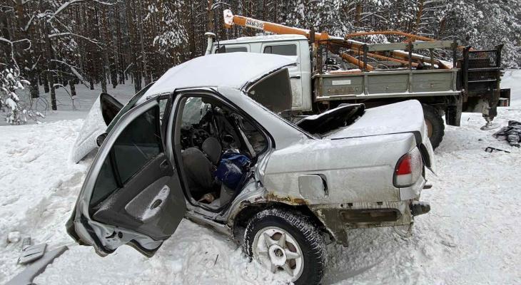 Утром девушка за рулем выехала на встречку и погибла в столкновении с грузовиком