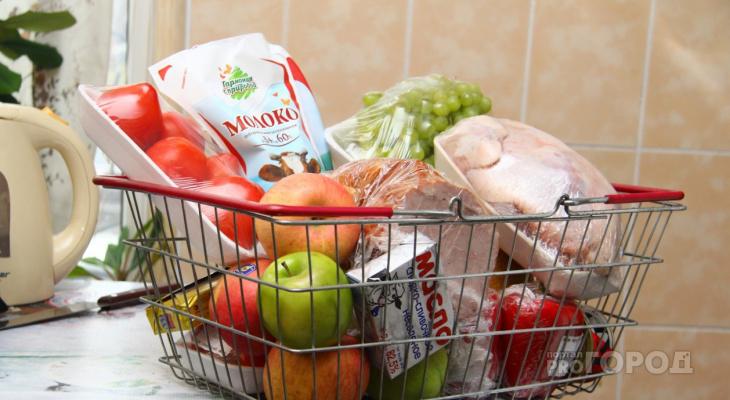 Власти России предложили давать нуждающимся деньги на продукты
