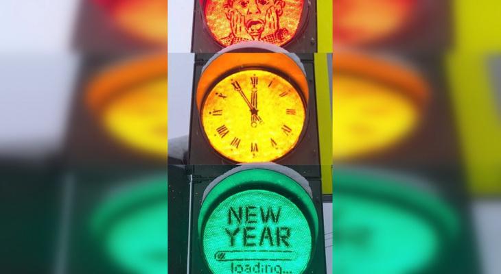 Йошкаролинец создал необычный стрит-арт на светофоре в центре города
