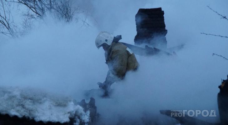 Спасатели обнаружили тело мужчины в кровати, потушив пожар в Волжске