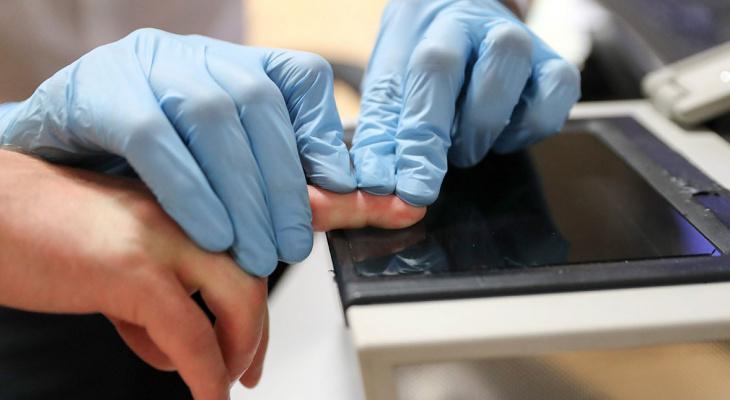 Отпечатки пальцев граждан предлагают хранить до 100 лет