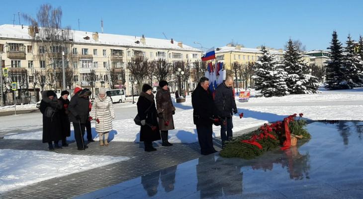 В Йошкар-Оле возложили цветы в честь Дня защитника Отечества