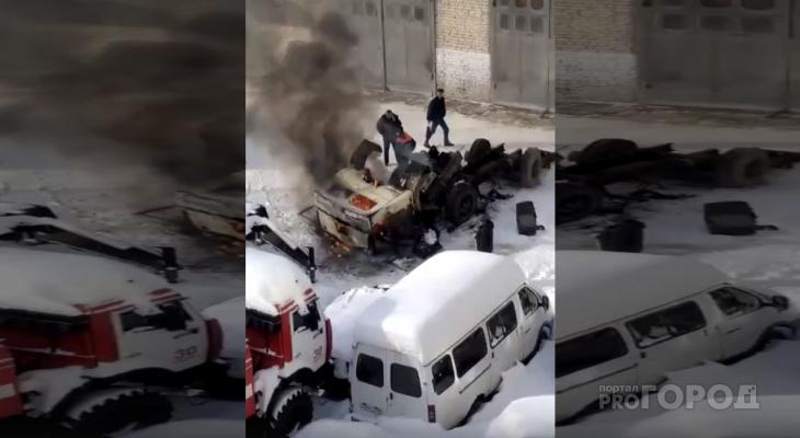 В центре Йошкар-Олы горит грузовик