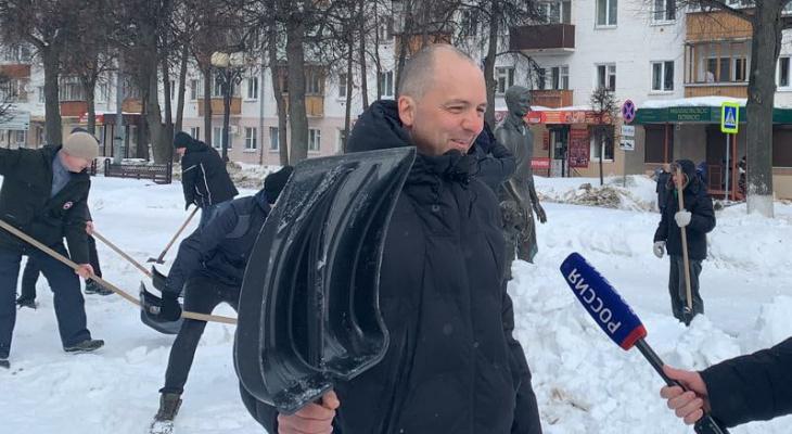 Чиновники Йошкар-Олы вышли на уборку снега