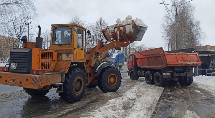 С Йошкар-олинских дорог коммунальщики вывезли 2200 кубометров снега
