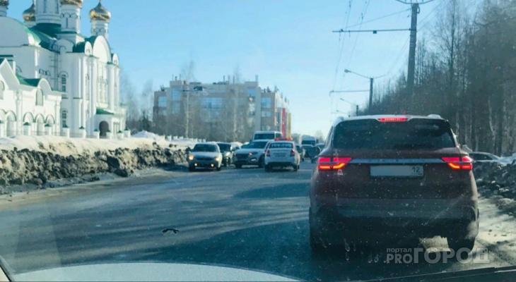 «Вся улица стоит»: утреннее ДТП в Йошкар-Оле вызвало большую пробку
