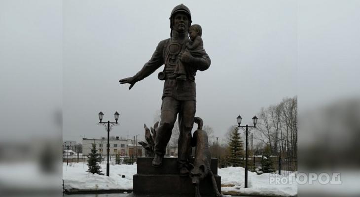 В Йошкар-Оле установили памятник «Пожарным и спасателям»
