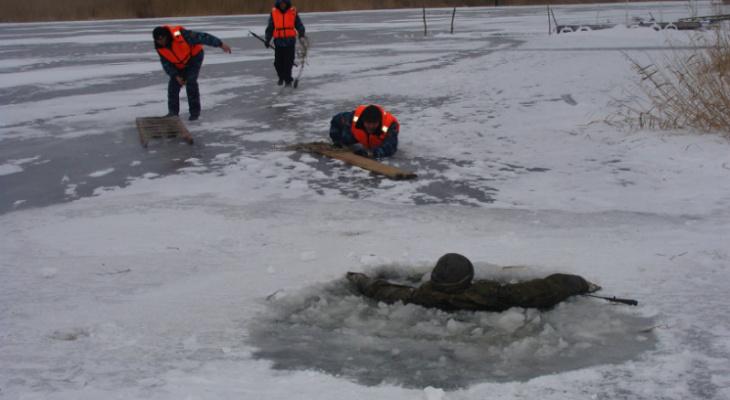 Трое человек провалились под лед: в Марий Эл зафиксировали первое происшествие на воде