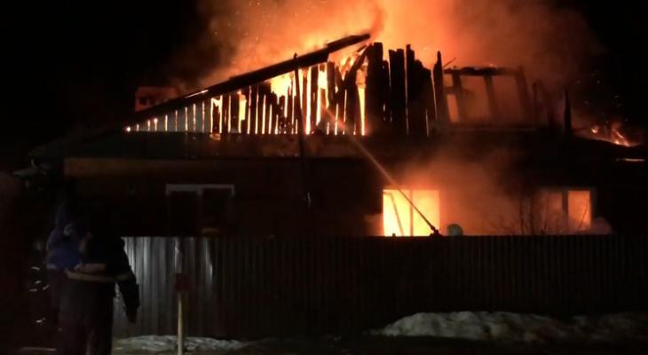 В Марий Эл произошел пожар, оставивший семью без крыши над головой