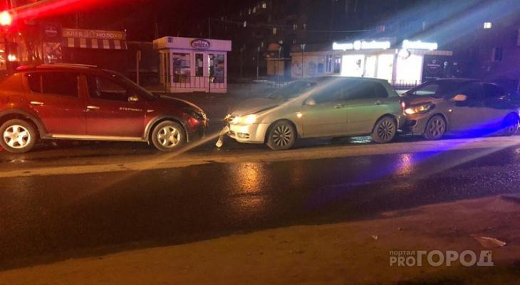 В центре Йошкар-Олы произошло столкновение трех машин
