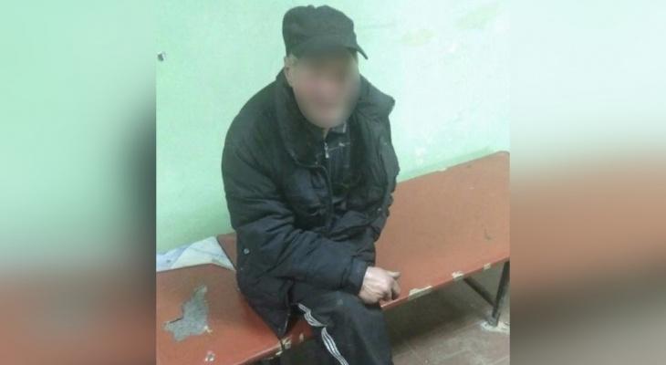 Йошкаролинцы сдали в полицию мужчину, который фотографировал маленьких девочек