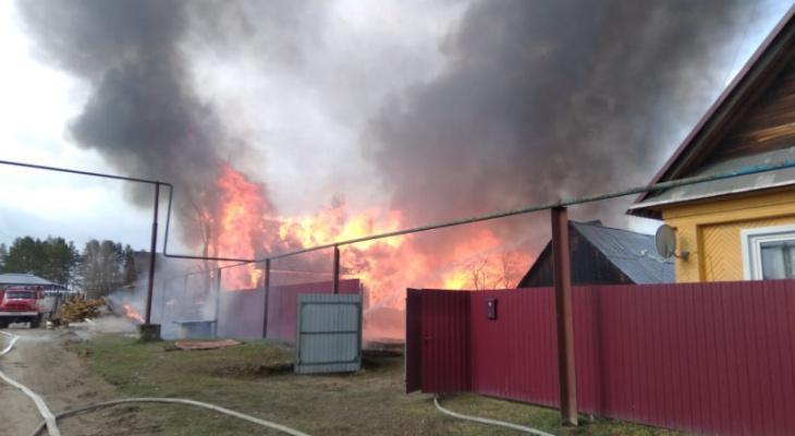 В Марий Эл пожарные в огне нашли мертвых мужчину и женщину