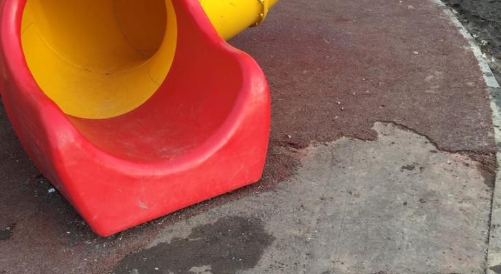 Детская площадка в Козьмодемьянске начала разваливаться через полгода после установки