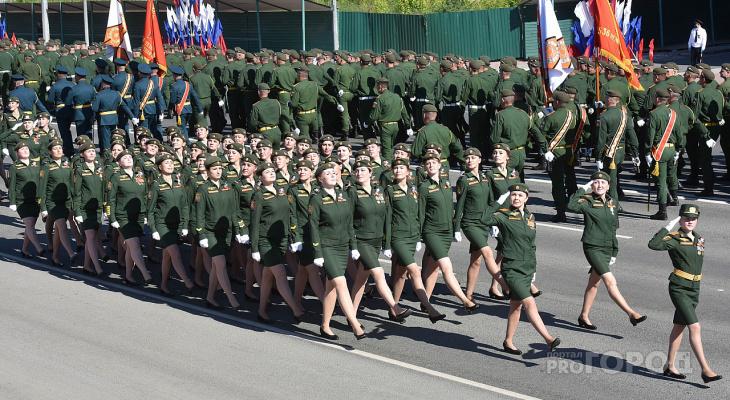 «Людей очень много»: в Йошкар-Оле проходит парад Победы 2021