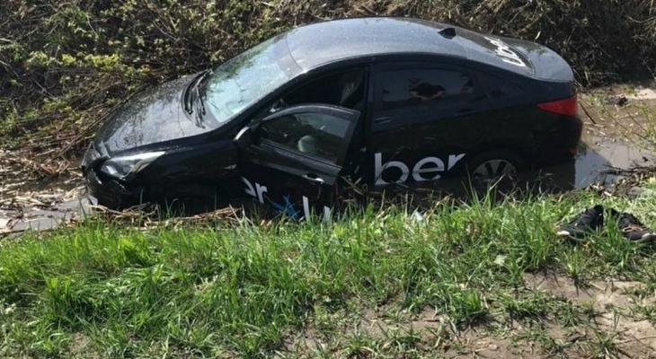 «Навигатор показал короткий путь»: в пригороде Йошкар-Олы такси вылетело в кювет