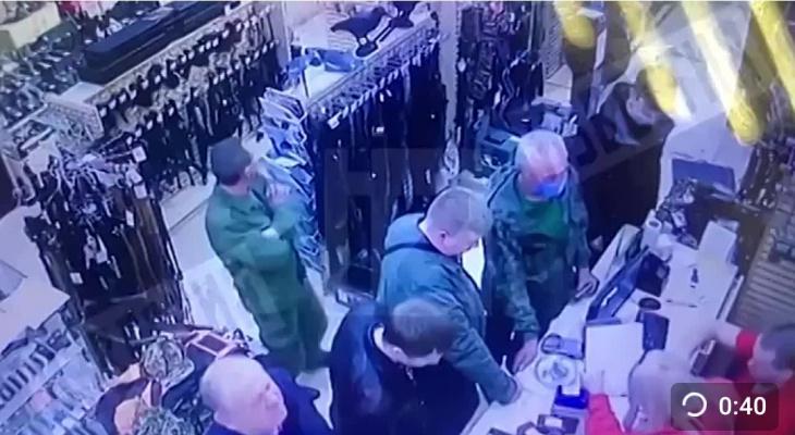 Силовики проверили йошкаролинский магазин оружия, который посещал «казанский стрелок»