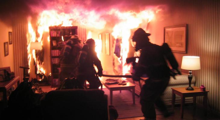 «Есть пострадавшие»: известны подробности пожара на окраине Йошкар-Олы в панельном доме